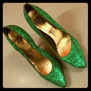 Green glitter pumps
